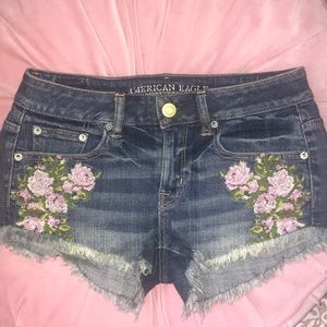 American Eagle jean denim rose embroidered shorts